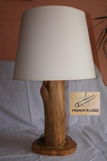 Franck 39 n logs objets bois for Table pour lampe de salon